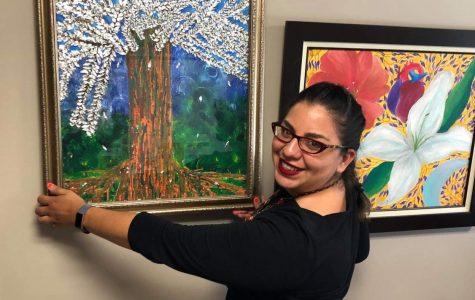 Cadena muestra una de sus piezas en su oficina de SDSU.