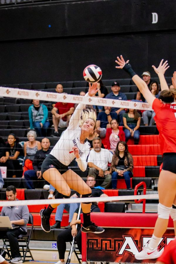 Senior outside hitter Hannah Turnlund goes for one of her team-high 15 kills during the Aztecs' 3-1 loss against UNLV on Oct. 3 at Peterson Gym.