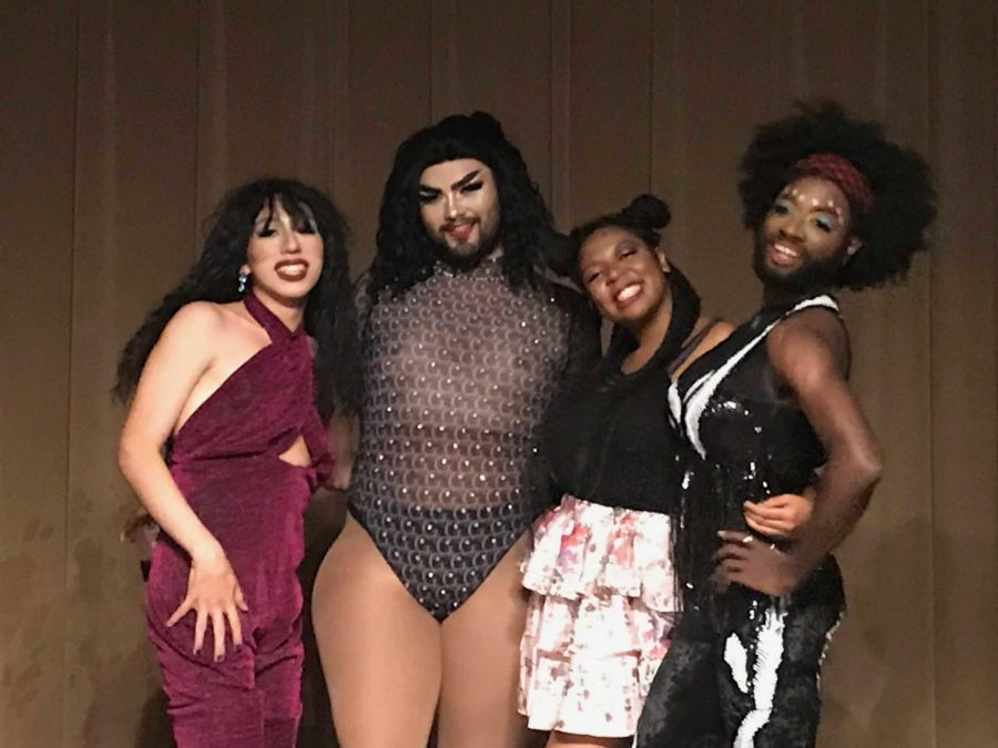 Presentadores drag queens se presentaron en el evento de OSTEM.