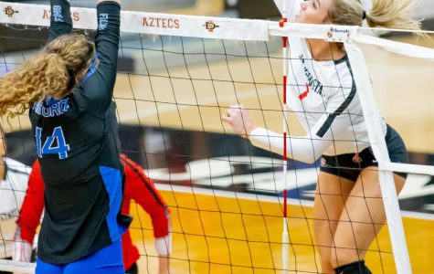 Aztecs take down Air Force in four sets on Senior Night