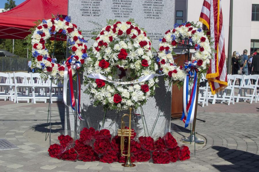 Annual+wreath-laying+ceremony+honors+fallen+Aztecs