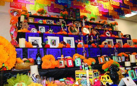 El Departamento de Estudios Chicanos y Chicanas festeja sus 50 años con altar de Día de Muertos en la universidad