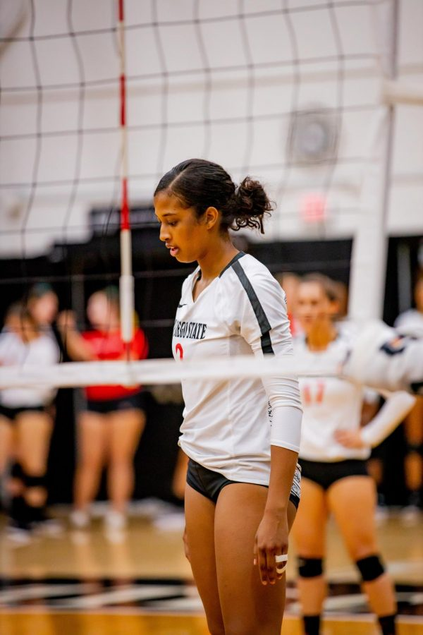 Sophomore+middle+blocker+Andrea+Walker+prepares+for+the+next+play+during+the+Aztecs%E2%80%99+3-1+loss+to+UNLV+on+Oct.+3.