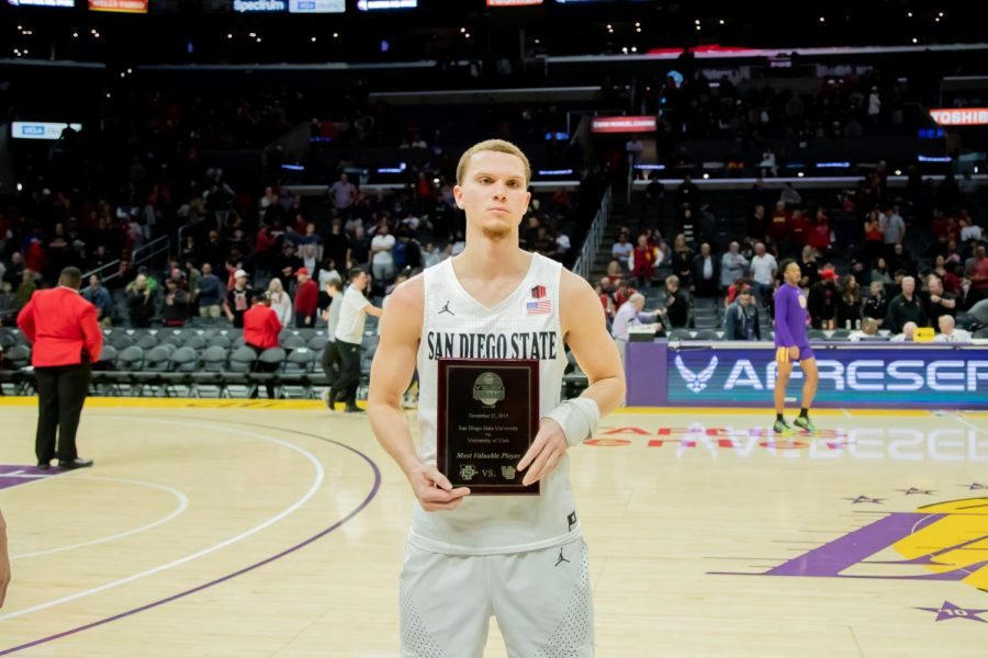 Junior+guard+Malachi+Flynn+had+16+points%2C+3+rebounds+and+8+assists+and+was+named+the+Basketball+Hall+of+Fame+Classic+MVP.