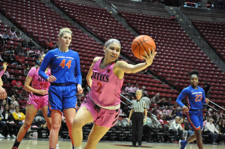 Sophomore+guard+Sophia+Ramos+attempts+to+control+the+ball+during+the+Aztecs%27+69-67+loss+to+Boise+State+on+Feb.+15+at+Viejas+Arena.+Ramos+finished+the+game+with+a+career-high+in+rebounds+%2814%29.