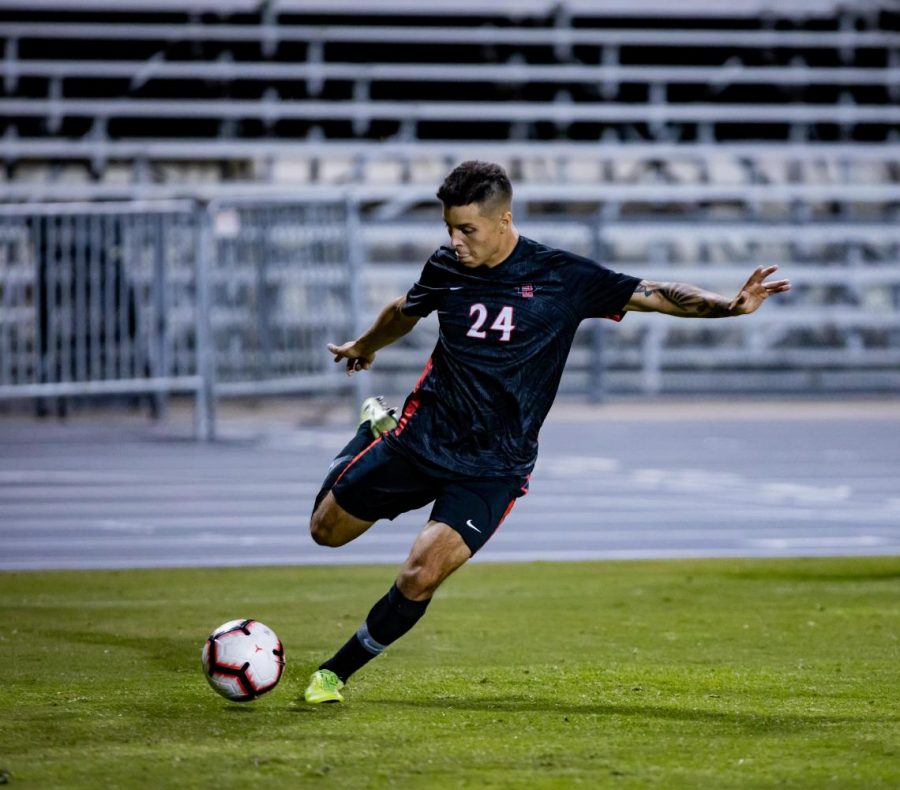 Then-sophomore+midfielder+Arturo+Chavez+looks+to+cross+the+ball+into+the+penalty+area+during+the+Aztecs%27+1-0+overtime+loss+to+Oregon+State+on+Oct.+24%2C+2019+at+the+SDSU+Sports+Deck.