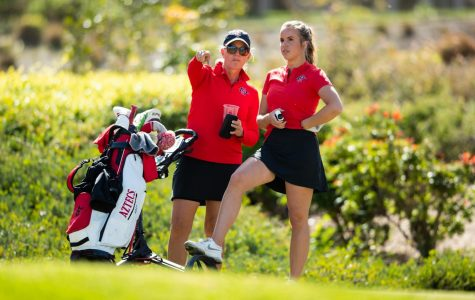 San Diego State women's golf head coach Leslie Spalding (left) talks to then-sophomore Sara Kjellker during the Lamkin Invitational, when the Aztecs defeated San José State by a final score of 3-2 at The Farms in Rancho Santa Fe, Calif. on Feb. 11.