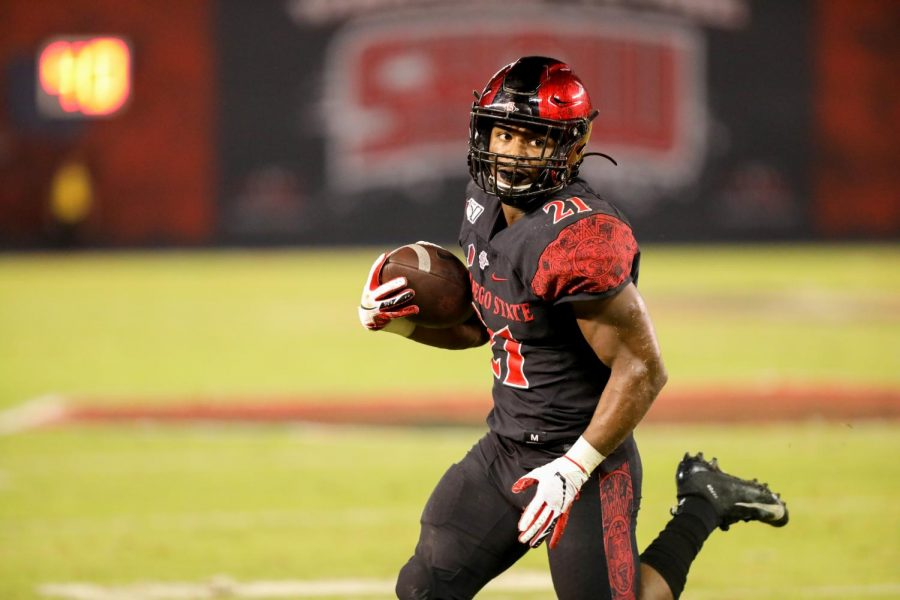 Then-sophomore+running+back+Chance+Bell+carries+the+ball+during+the+Aztecs%E2%80%99+17-13+loss+to+the+Wolf+Pack+on+Nov.+9%2C+2019+at+SDCCU+Stadium.