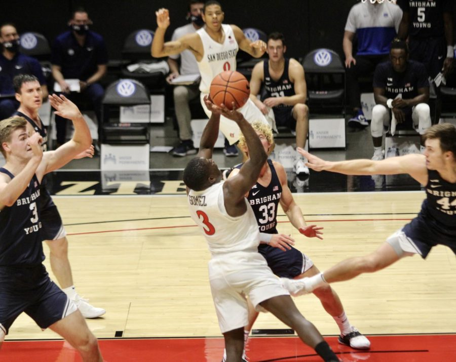 Senior+transfer+guard+Terrell+Gomez+with+the+ball+during+the+Aztecs%27+72-62+loss+to+Brigham+Young+on+Dec.+18+at+Viejas+Arena.
