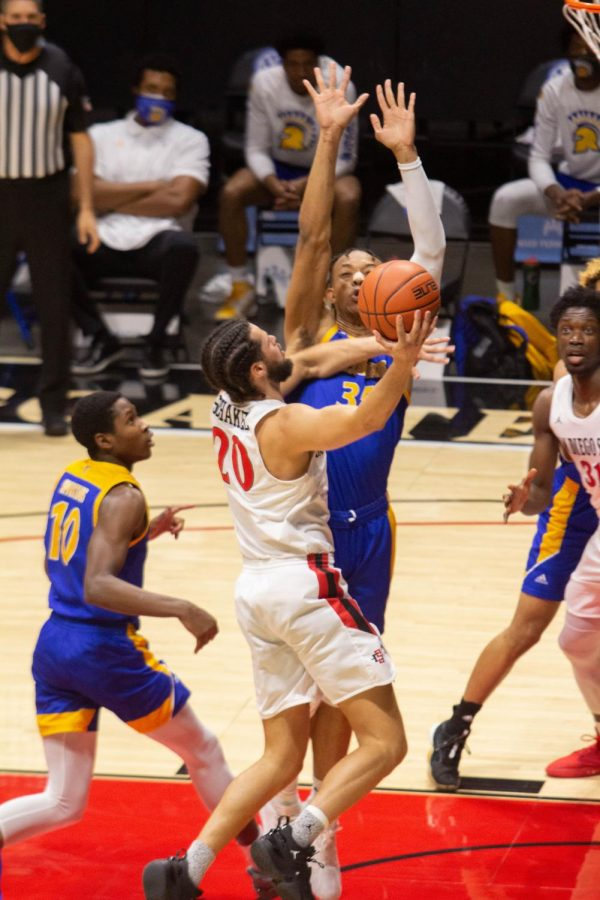 San Diego State men's basketball senior guard Jordan Schakel drives to the basket during the Aztecs' 77-55 win over San José State on Feb. 10, 2021 at Viejas Arena.