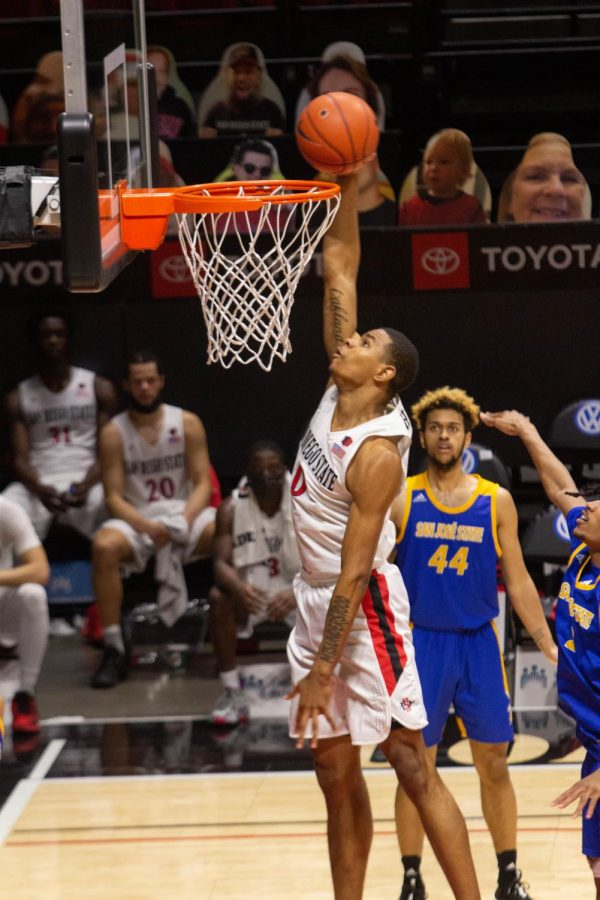 Sophomore+forward+Keshad+Johnson+finishes+a+one-handed+slam+during+the+Aztecs%27+77-55+win+over+San+Jos%C3%A9+State+on+Feb.+10%2C+2021+at+Viejas+Arena.