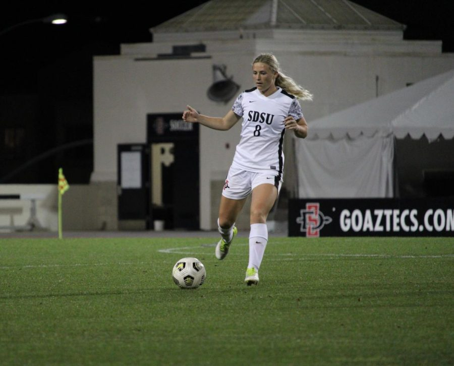 San Diego State womens soccer senior midfielder Chloe Frisch passes the ball during the Aztecs 2-1 win over Fresno State on March 27, 2021 at the SDSU Sports Deck.
