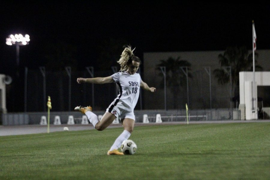 San Diego State women's soccer junior midfielder Daniela Filipovic crosses the ball during the Aztecs' 3-2 over Nevada on March 5, 2021 at the SDSU Sports Deck.