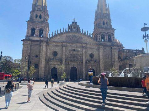 La Catedral de Guadalajara es uno de los lugares que atrae a muchos turistas