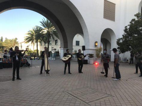 Hubo un mariachi en la pachango tocando música tradicional mexicana.