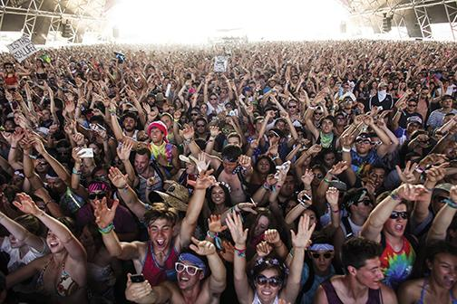 Vans Warped Tour draws huge crowds. Critics say this is part of what detracts from the overall quality.