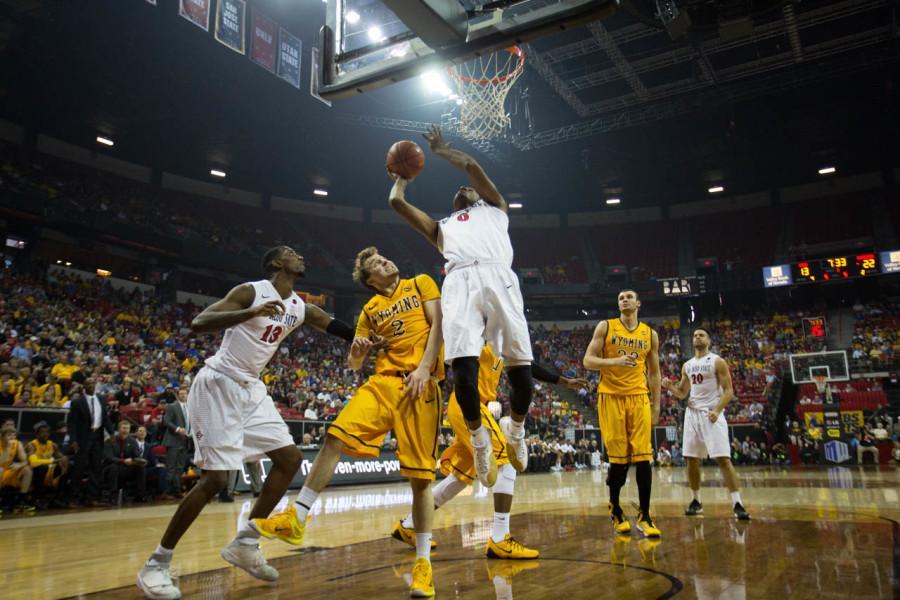 Wyoming leads SDSU 28-25 at halftime in Las Vegas