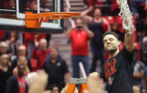 Hoops seniors sent off from Viejas in victory
