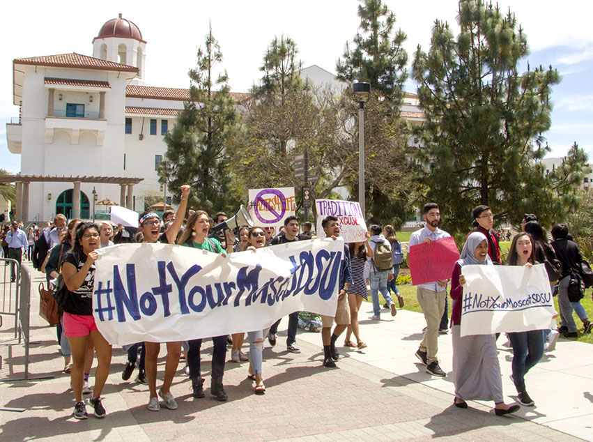 Students march to change the mascot prior to the spring 2017 AS vote. Photo by Andrew Dyer.
