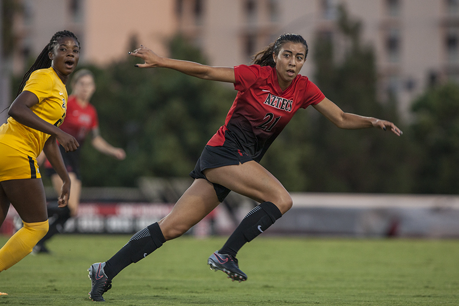 Sophomore midfielder Yasmin Ahooja searches for the ball during SDSU's loss to Long Beach State.