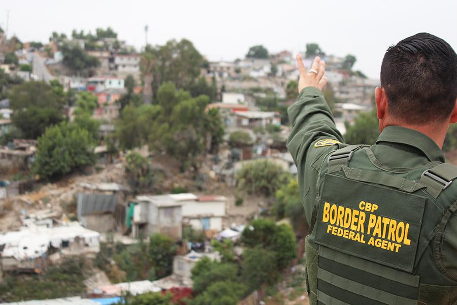 NAHJ visita la frontera entre San Diego y Tijuana