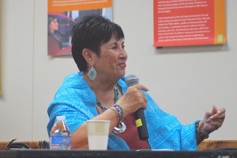 Escritoras se reúnen para celebrar el libro dedicado a la comunidad Chicana