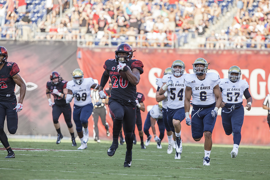 Senior+running+back+Rashaad+Penny+outruns+a+slew+of+UC+Davis+defenders+during+SDSU%27s+38-17+win.