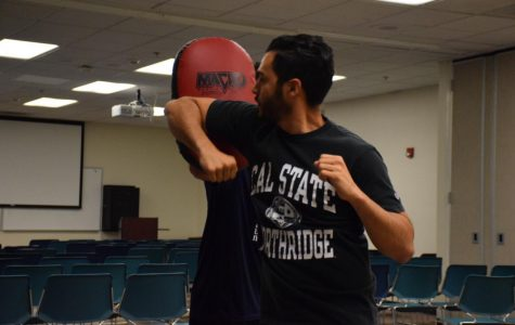 Students learn self-defense skills in safety training hosted by university police