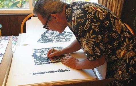 Salvador Barajas trabaja en uno de sus pedazos de arte.