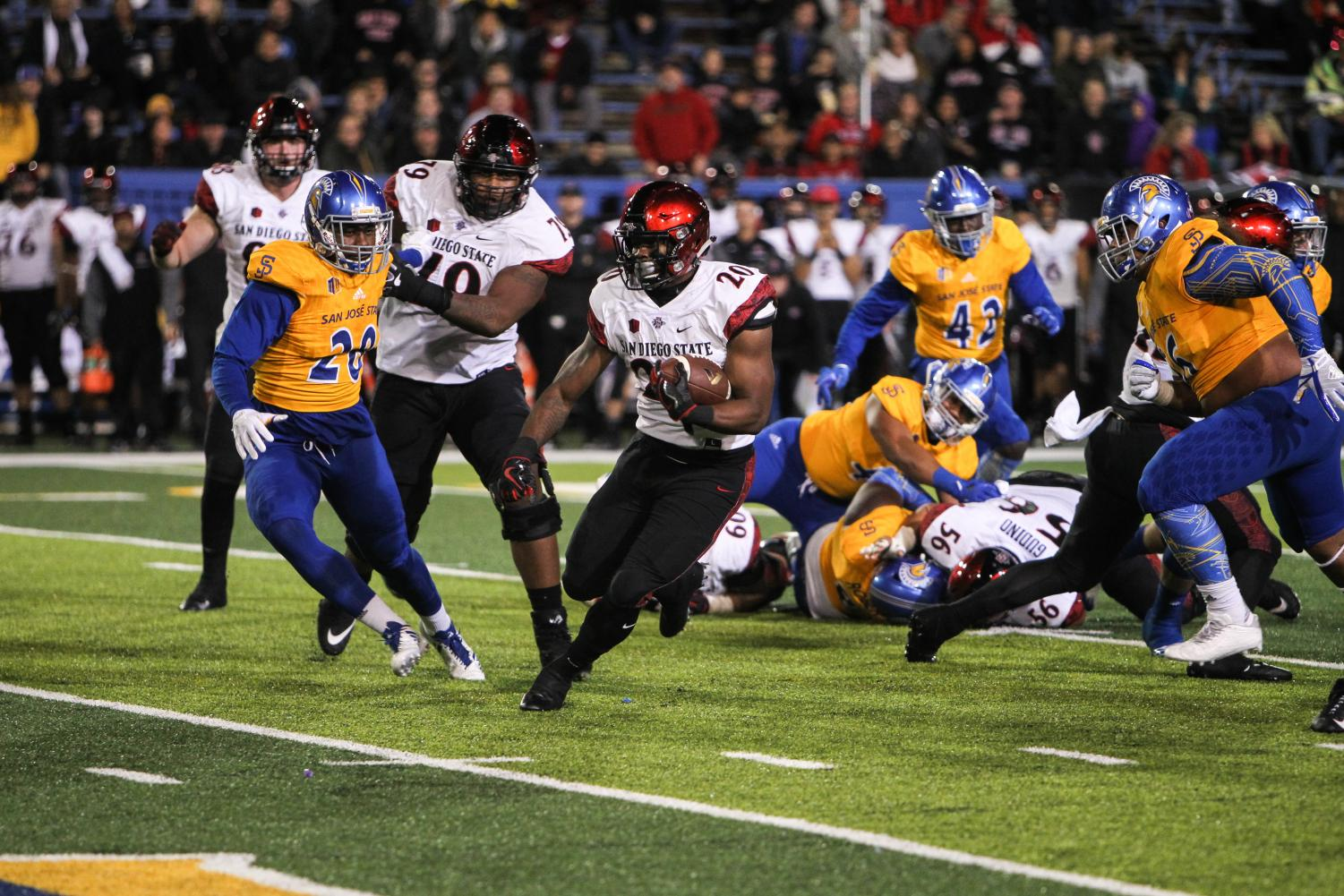 Senior running back Rashaad Penny makes a cut on his way to a touchdown in the third quarter of SDSU's 52-7 win over San Jose State.