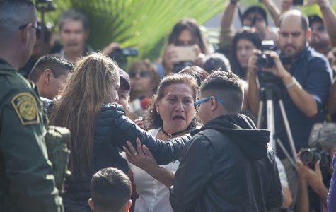 Familias comparten lágrimas, abrazos y palabras en el Parque de la Amistad