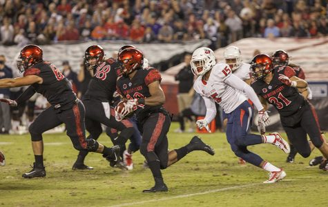 Senior running back Rashaad Penny blows by a Bulldog defender during SDSU's 3-27 loss to Fresno State on Oct. 21.