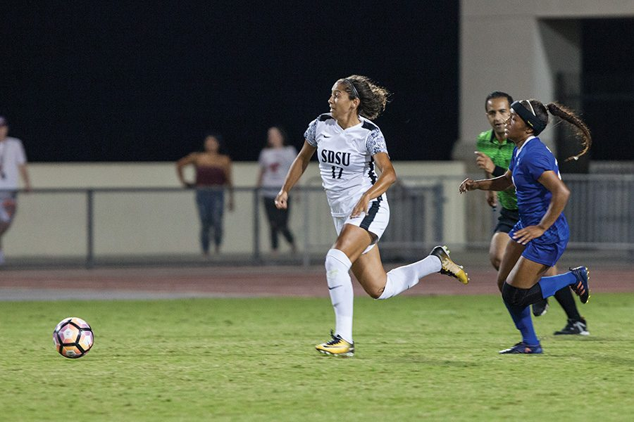 Senior+forward+Aaliyah+Utush+darts+past+a+Spartan+defender+during+SDSU%E2%80%99s+0-0+draw+with+San+Jose+State+on+Oct.+6.