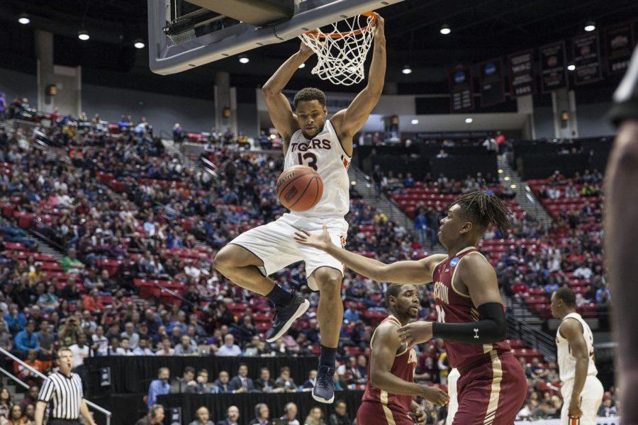 NCAA tournament at Viejas: No. 4 Auburn survives No. 13 Charleston, 62-58