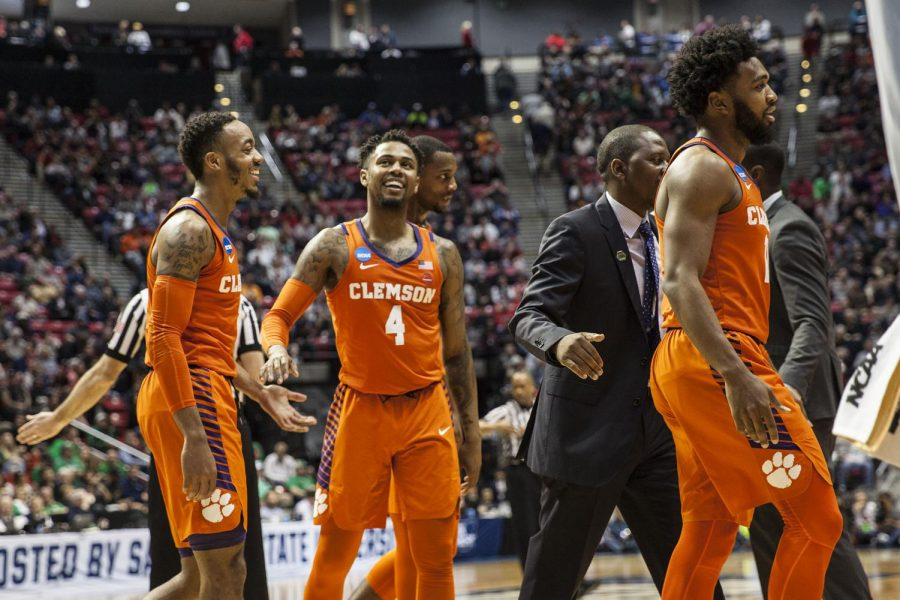 Redshirt+junior+guard+Shelton+Mitchell+smiles+with+his+teammates+during+Clemson%27s+84-59+victory+over+Auburn+on+March+18+at+Viejas+Arena.