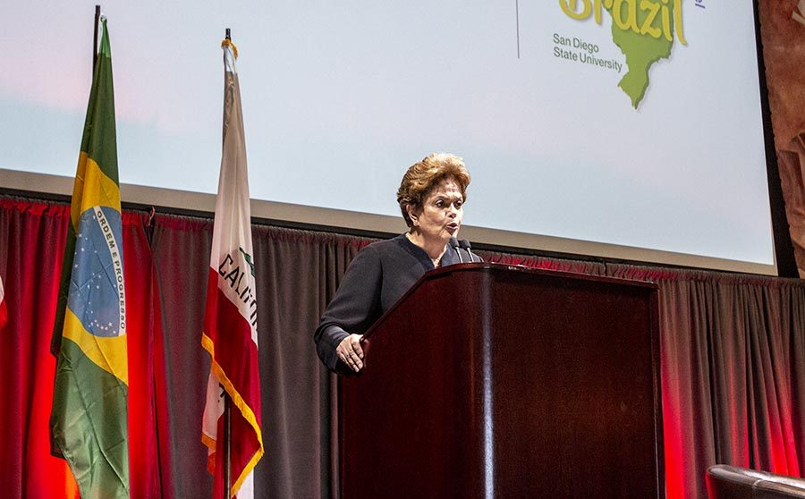 Ex-presidenta brasileña habla sobre su destitución