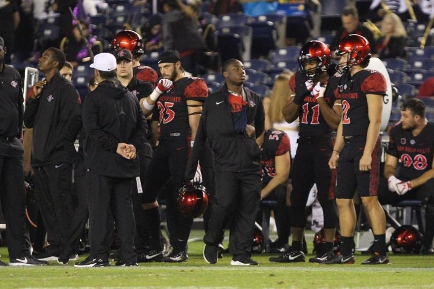 Junior+running+back+Juwan+Washington+stands+on+the+sidelines+with+his+arm+in+a+sling+during+the+second+half+of+the+Aztecs+23-20+victory+over+Eastern+Michigan+on+Sept.+22+at+SDCCU+Stadium.