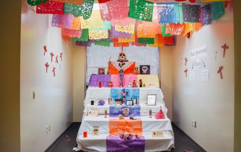 SDSU conmemora con altar del Día de los Muertos a muertes causadas por el estado