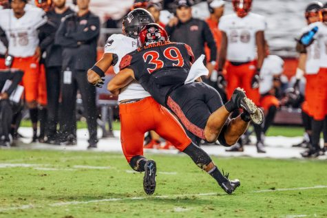 Aztecs rally late for 28-14 victory over Hornets