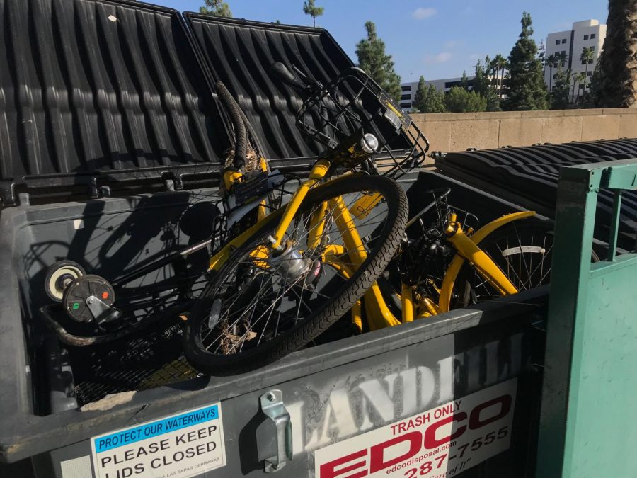 Ofo+bikes+are+often+found+damaged+around+campus%2C+something+Associated+Students+Sustainability+Commissioner+Cassie+Weinberg+said+has+contributed+to+the+end+of+the+university%27s+partnership+with+the+company.