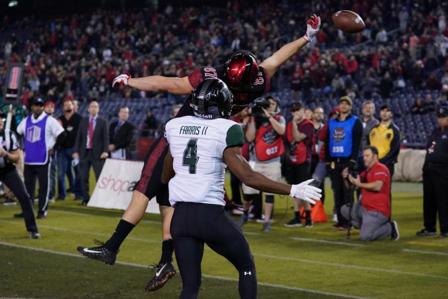 Junior+wide+receiver+Kahale+Warring+is+unable+to+catch+a+potential+two-point+conversion+in+overtime+of+the+Aztecs+31-30+loss+to+Hawaii+on+Nov.+24+at+SDCCU+Stadium.