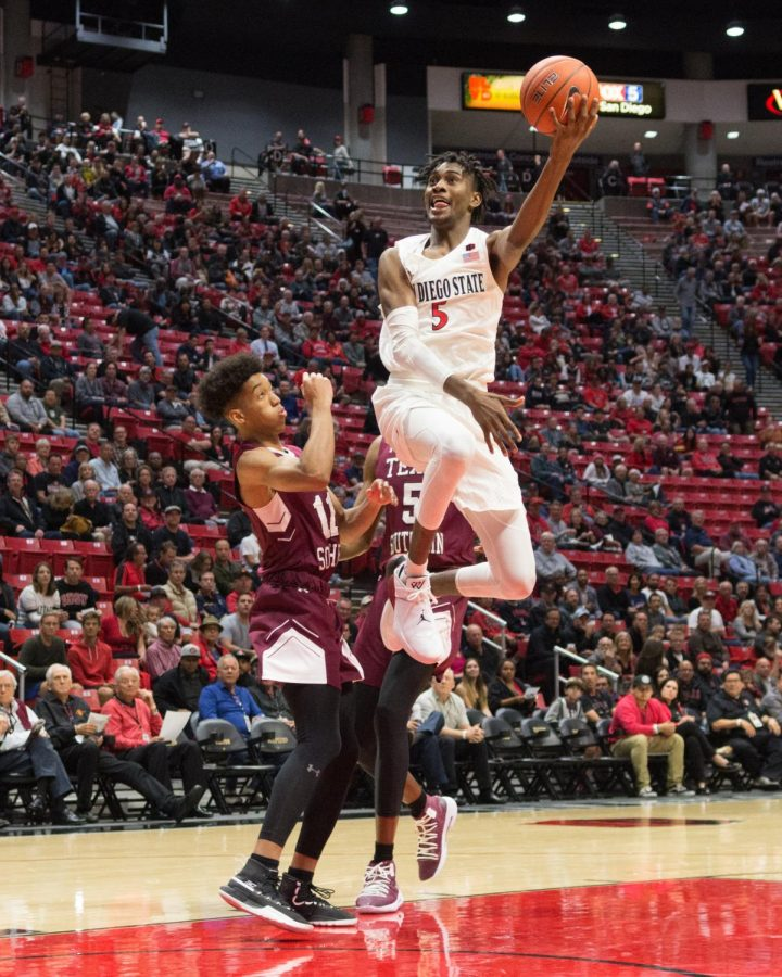 Redshirt+sophomore+forward+Jalen+McDaniels+goes+up+for+the+layup+against+Texas+Southern+on+Nov.+14+at+Viejas+Arena.