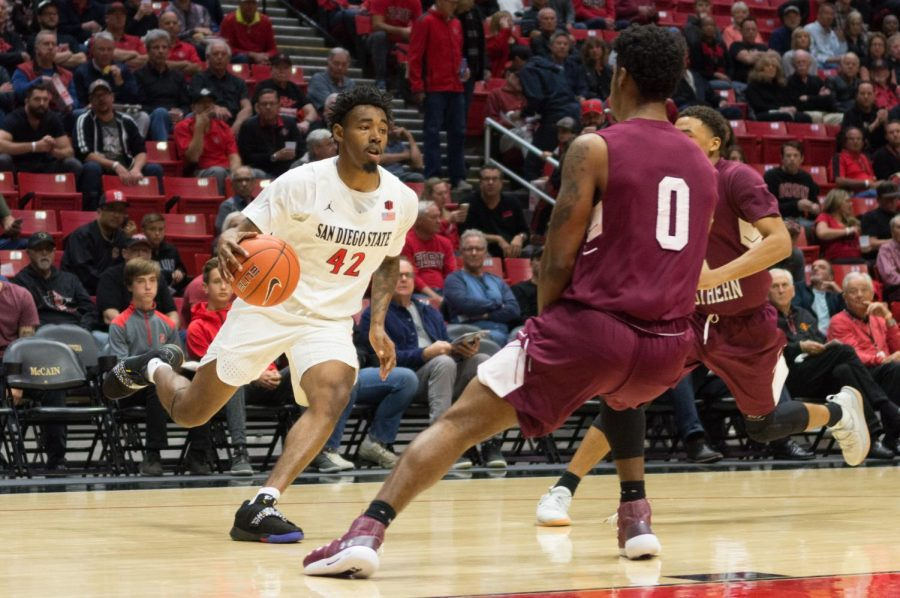 Jeremy+Hemsley+controls+the+ball+during+the+Aztecs+103-64+victory+over+Texas+Southern+on+Nov.+14+at+Viejas+Arena.+