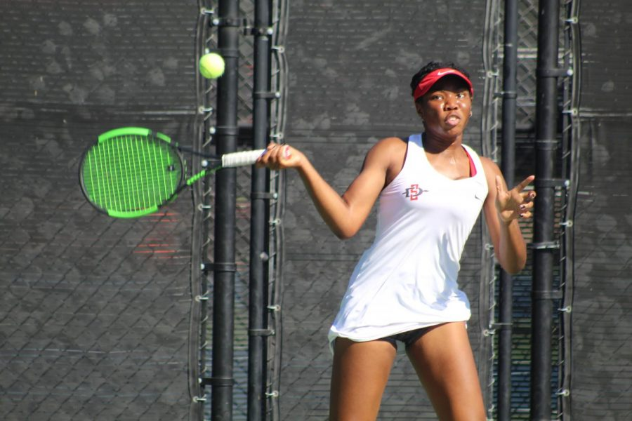 Sophomore+Nnena+Nadozie+competes+in+her+doubles+match+during+the+Aztecs%27+7-0+victory+over+UC+Riverside+on+Jan.+27+at+the+Aztec+Tennis+Center.