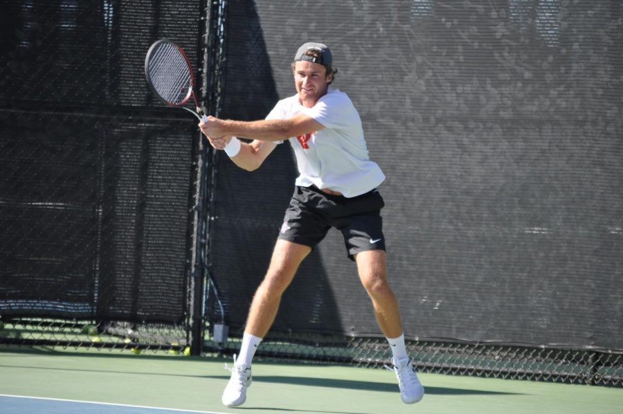 Senior+Sander+Gjoels-Anderson+swings+his+racket+during+the+Aztecs%27+4-1+loss+to+Harvard+on+March+22+at+the+Aztec+Tennis+Center.