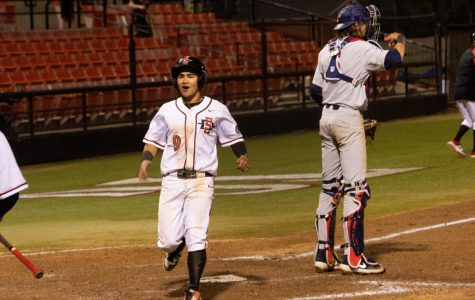 Baseball rallies in eighth inning to defeat Arizona, 6-4