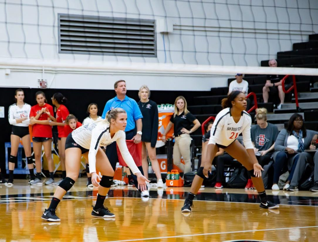 Senior outside hitter Hannah Turnlund and sophomore outside hitter Victoria O'Sullivan prepare for the opposing serve during the Aztecs' 3-1 win over Long Beach State on Sept. 19 at Peterson Gym.