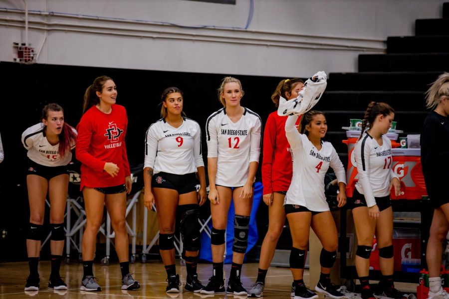 The+San+Diego+State+volleyball+team%27s+bench+looks+onto+the+court+during+the+Aztecs%27+3-1+loss+to+UNLV+on+Oct.+3+at+Peterson+Gym.