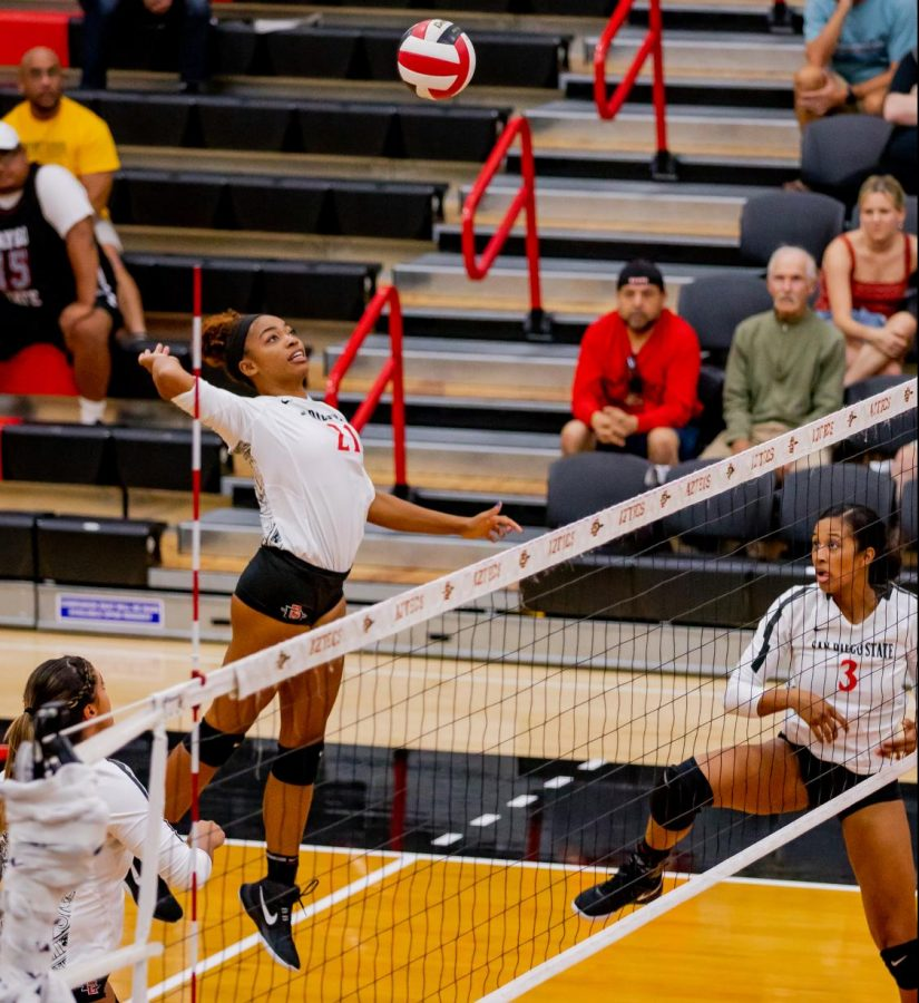 Then-sophomore outside hitter Victoria O'Sullivan prepares to spike the ball during the Aztecs' 3-1 win over UNLV on Oct. 3 at Peterson Gym.