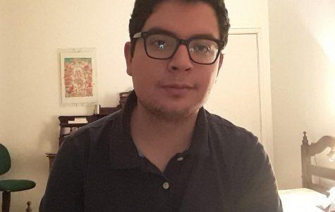 Noé Sandoval quedándose en su hospedaje en Brasil durante la pandemia.